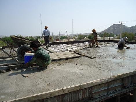 بتون ریزی سقف طبقه ی دوم ساختمان اداری آموزشی مدرسه اسماعیلیه