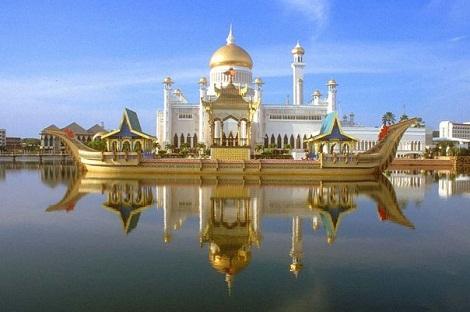 مسجد سلطان عمرعلی سیفالدین بروئنی مالزی
