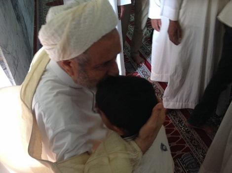 اشک شوق مردم بخاطر بازگشت شیخ امینی