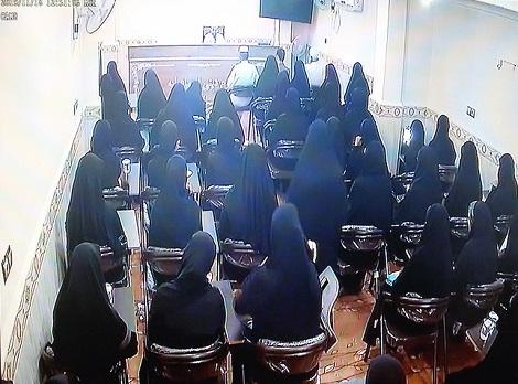 گزارش تصویری سخنرانی خانم دکتر شریعتی (رئیس مجمع تقریب مذاهب اسلامی در خراسان) در جمع خواهران مدرسه اسماعیلیه